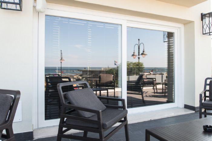 Scorrevole alzante deceuninck orlandi pasquale sas finestre in pvc forl cesena - Davanzale finestra interno ...
