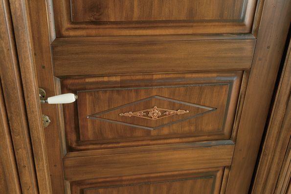 Soluzioni > Porte Interne > in legno Massello